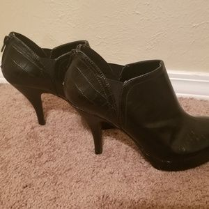 Black ankle heels (size 9)